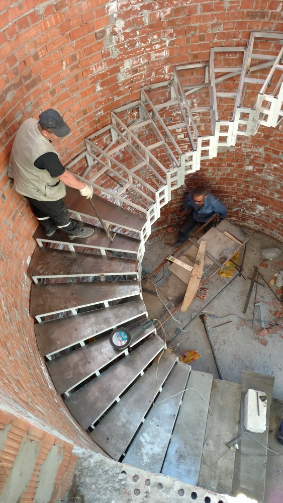 """Металлические или бетонные Радиусные лестницы.""""Броневик"""" Днепр."""