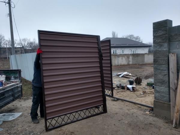 """Въездные ворота обшитые проф. настилом. """"Броневик"""" Днепр."""
