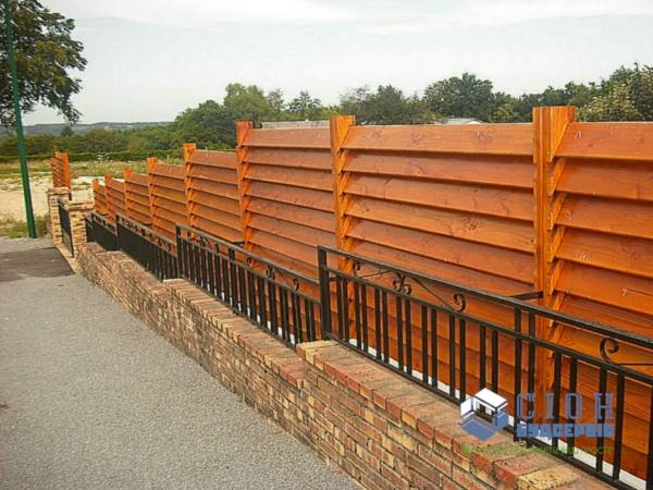Строительство заборов из дерева в Харькове