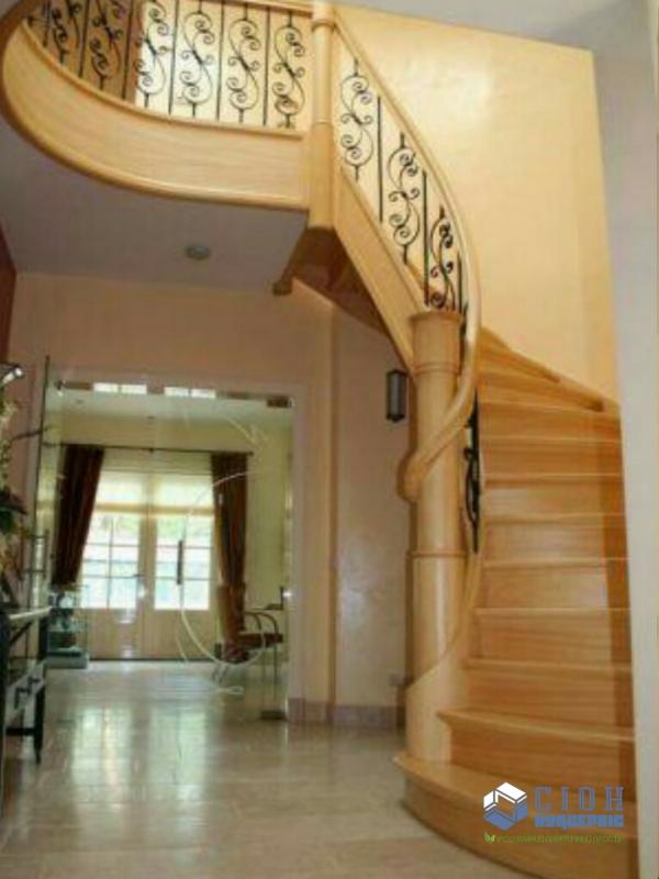 Изготовление лестниц из дерева в Харькове